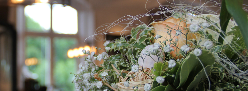 Blumenstrauß mit verschwommenen Hintergrund