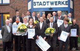 Präsentierten sich gut gelaunt: Gewinner, Sponsoren, Veranstalter und Gäste des Kern GründerCups 2007.