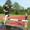 Steffen Bäcker probiert sich am Sprunghindernis